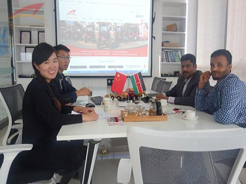 Kenya customers visit Qianli Machinery to purchase high quality tractors